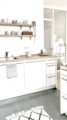 Sonntagsküche | SoLebIch.de Foto: Sannit #solebich #küche #ideen #streichen #wandgestaltung #skandinavisch #ordnung #offene #einrichtung #gestalten #arbeitsplatte #dekoration #renovieren #insel #kitchen #interior #interiorideas #weiß #holz