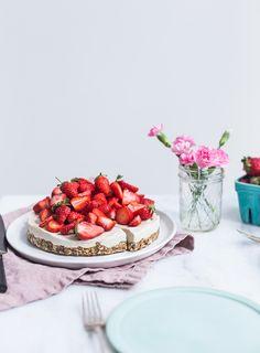 Raw Cashew, Vanilla & Strawberry Cheesecake Recipe (Vegan, Gluten-Free)