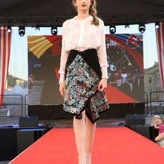 Rumunská móda pod Urpínom - Izabela Mandoiu in Slovakia Ramones, Sequin Skirt, Sequins, Skirts, Fashion, Moda, Fashion Styles, Skirt