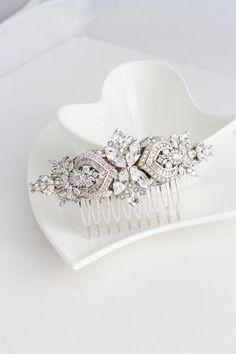 Hochzeits-Kamm Crystal Haar Kamm Strass Headpiece Hochzeit Zubehör Schleier Swarovski Haarspange EVIE DELUXE von LuluSplendor auf Etsy https://www.etsy.com/de/listing/234992162/hochzeits-kamm-crystal-haar-kamm-strass