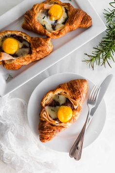 Want a new take on the breakfast sandwich? These Breakfast Turkey & Egg Croissants will kick your weekend off right! Yes, we know that they are labeled as a breakfast dish, but they are AMAZING for brunch too. Breakfast Dishes, Breakfast Recipes, Healthy Eating Recipes, Cooking Recipes, Croissants, Breakfast Specials, Yum Yum Chicken, Morning Food, C'est Bon