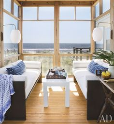 love screened porches!