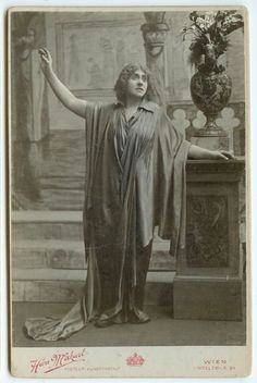 Vienna Diva Opera Cabinet Card!  Excellent East European image of an opera singer in costume - Mona Vanna. With 'Hans Makart. Kunstanstalt' photographic stamp mount recto and verso. Circa 1880 image.