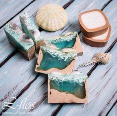 Купить или заказать Мыло 'Морское дно' ручной работы в интернет-магазине на Ярмарке Мастеров. С ароматом морского бриза! В составе: Масло ши (карите) обладает превосходным увлажняющим действием и способностью замедлять старение, регенерирующими свойствами. Прекрасно подходит для ухода за кожей любого типа, но особенно за сухой чувствительной уставшей кожей. Является природным УФ-фильтром. Масло касторовое прекрасно смягчает и отбеливает кожу, устраняет пигментные пятна, борется с мими...
