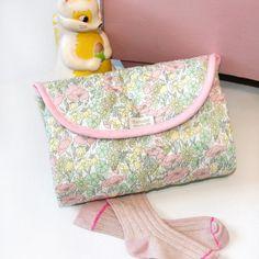 Matelas à langer de voyage / Modèle : Stella - Accessoire bébé (fille). Idée cadeau de naissance. Fabriqué en France. Barnabé aime le café
