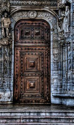 Lissabon, Portugal by novistart1, via Flickr