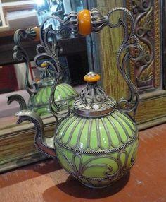 vintage Moroccan tea pot Oh wow! Teapots Unique, Cuppa Tea, Teapots And Cups, Tea Art, Tea Service, My Cup Of Tea, Vintage Ceramic, Vintage Teapots, Chocolate Pots