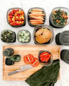 @Rubbermaid EasyFindLids™ SilverShield® containers make life in the kitchen easier for you. They're perfect for food-prepping or dealing with leftovers. With new SilverShield® technology, these containers resist odor-causing bacterial growth on the product's surface.  #rubbermaid #rubbermaidpartner #silvershield #ad #foodstorage #foodcontainer #storagecontainer #storageideas #easylid #organization #kitchenorganization #leftovers #foodprep #container #kitchenset #containerset