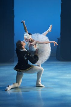 Swan Lake - Ballet Jorgen Canada Eek! I'm going to see swan lake with Dan on oct 19!! :)