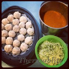All in one Thermomix dinner recipe from Thermoblitz. Steam your chicken and feta meatballs in the Varoma while sauce cooks below! My Recipes, Dinner Recipes, Cooking Recipes, Healthy Recipes, Meatball Recipes, Chicken Recipes, Curried Lentil Soup, Bellini Recipe, How To Cook Quinoa