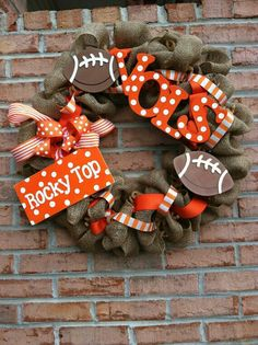 Tennessee Vols Burlap Wreath. Would have to DIY and hunt for directions on making a burlap wreath Burlap Crafts, Wreath Crafts, Diy Wreath, Diy Crafts, Wreath Ideas, Football Crafts, Football Wreath, Sports Wreaths, Mesh Wreaths