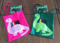 Nenhuma descrição de foto disponível. Dragon Birthday Parties, Dinosaur Birthday Party, Birthday Party Themes, Die Dinos Baby, Baby Dino, Goodie Bags For Kids, Gifts For Kids, Sewing For Kids, Baby Sewing