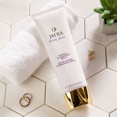 Jafra Royal Jelly Ritual- huidverzorging, bodycare en make-up Body Creams, Royal Jelly, Body Care, Lashes, Skincare, Princess, Water, How To Make, Cleaning