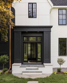 It is difficult to imagine a more beautiful facade for a country home than this black and white house in Minnesota. The architecture is designed in Tudor ✌Pufikhomes - source of home inspiration Modern Country, Modern Farmhouse, Modern Cottage, Exterior House Colors, Exterior Design, Interior And Exterior, Interior Modern, Home Interior, Bathroom Interior