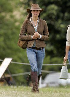 Pin for Later: Heute und damals: So hat sich der Stil der Stars entwickelt Kate Middleton, die Herzogin von Cambridge – damals Bevor Kate ins britische Königshaus einheiratete war ihr Stil zurückgenommen.