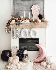 Feeling this kinda spooky, kinda floral, kinda amazing mantle masterpiece from 👻💀🌸🌙 Happy Halloween! Diy Halloween, Halloween Inspo, Halloween Home Decor, Holidays Halloween, Happy Halloween, Halloween Decorations, Modern Halloween, Pretty Halloween, Halloween Fireplace
