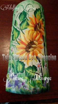 TEJA PINTADA CON GIRASOLES  - PINTURA MULTICARGA One Stroke Painting, Tole Painting, Painted Slate, Clay Tiles, Country Paintings, Roof Tiles, Madonna And Child, Pots, Tile Art