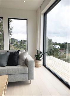 𝐖𝐢𝐭𝐡 𝐢𝐭𝐬 𝐜𝐥𝐞𝐚𝐧 𝐥𝐢𝐧𝐞𝐬 𝐚𝐧𝐝 𝐩𝐫𝐚𝐜𝐭𝐢𝐜𝐚𝐥 𝐟𝐨𝐜𝐮𝐬 10 In 2020 Interior Design Principles Scandinavian Interior Scandinavian Interior Design