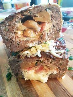 Ρολό κιμά γεμιστό με τυριά, μπέικον και μανιτάρια σε φόρμα Sandwiches, Food, Meals, Yemek, Eten