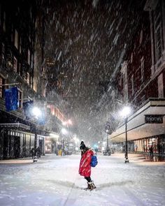 @cartoonztnz makes downtown look pretty damn good! Checkout this shot from Boston's first blizzard of the year!  #downtown #boston #newengland #snow #blizzard #blizzard2016 #jonasblizzard #weekend #weekendgetaway #city #citylife #lifeandthecity #macys #photo #photographer #photoftheday  Photo cred: @cartoonztnz by threedaygetaway