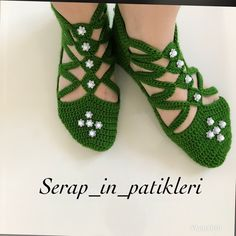 HUZUR SOKAĞI (Yaşamaya Değer Hobiler) Crochet Sandals, Crochet Boots, Crochet Slippers, Crochet Clothes, Crochet Men, Filet Crochet, Crochet Stitches Patterns, Baby Knitting Patterns, Crochet Slipper Pattern