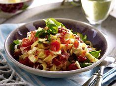 10-Minuten-Nudeln mit Tomate-Mozzarella Rezept