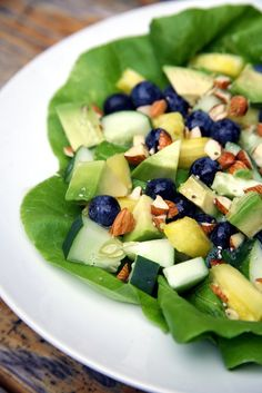 Food for Flat Belly - Flat-Belly Challenge Day Detoxing Yoga and a Fat-Burning Dinner Old Husband Uses One Simple Trick to Improve His Health Raw Food Recipes, Salad Recipes, Healthy Recipes, Flat Belly Challenge, Blueberry Salad, Summer Salads With Fruit, Fresh Fruit, Clean Eating, Healthy Eating