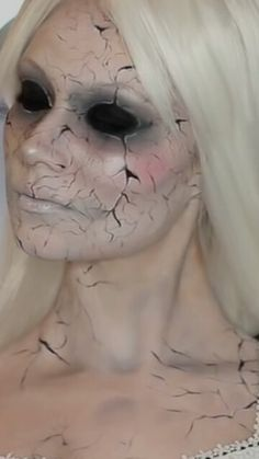 10 Spooky Makeup Looks for the Halloween Fanatic Halloween Doll, Halloween Cosplay, Halloween Make Up, Halloween Costumes, Halloween Face Makeup, Halloween Ideas, Halloween 2019, Halloween Outfits, Porcelain Doll Costume