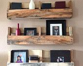 Reclaimed Pallet Shelf - set of 3 This set is made up of 3 reclaimed wood pallet shelves. Each shelf has its own unique weather patterns. We only use reclaimed pallets to create these beautiful rustic shelves. Old Pallets, Recycled Pallets, Wooden Pallets, Wooden Diy, Repurposed Wood, Pallet Wood, Free Pallets, Outdoor Pallet, Pallet Shelves Diy