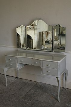 No21 vintage hand painted dressing table