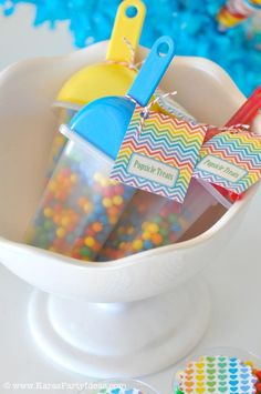 Rainbow Themed birthday party with SO many ideas! Via Kara's Party Ideas Rainbow Parties, Rainbow Birthday Party, Summer Birthday, Birthday Treats, Birthday Fun, 1st Birthday Parties, Birthday Party Favors, Popsicle Party, Popsicle Molds