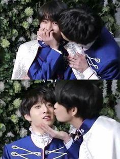 *Panicked gay kookie* and *Confident gay tae tae*💜💜💜💜 taekook real Jimin, Bts Taehyung, Bts Bangtan Boy, Bts Memes, Vkook Memes, Taekook, Seokjin, Namjoon, Foto Bts