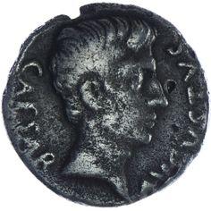 Augustus 27 v. - 14 n. Chr. Denar Silber  Mm.: P. Petronius Turpilianus. Av.: CAESAR AVGVSTVS, Kopf r. Rv.: TVRPILIANVS III VIR, Stern in Mondsichel.