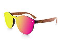 ba441545bd Gafas de Sol con lente plana y las patillas de madera de la marca Mosca  Negra