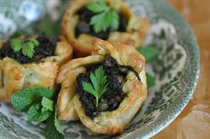 Qassatat with spinach, peas and anchovy – An Easter tradition