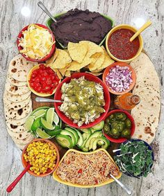 The baker mama Taco Bar Board Party Food Platters, Food Trays, Taco Bar Party, Party Dips, Creative Snacks, Fingerfood Party, Charcuterie And Cheese Board, Mexican Food Recipes, Ethnic Recipes