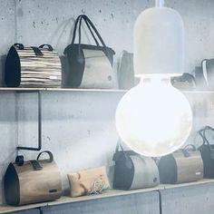 Designstücke: exklusive Handtaschen und Accessoires aus Holz – nussbag Lighting, Design, Home Decor, Madeira, Bags, Accessories, Handbags, Wood, Leather