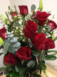 I used to hate Valentine's Day. It was a reminder that even on a holiday about love, I would be ignored. Now, I am loved and shown that love every day, no special occasion necessary. Good Morning Beautiful Pictures, Beautiful Gif, Beautiful Roses, Outdoor Porch Bed, Hate Valentines Day, Love Rose, Flower Decorations, Floral Arrangements, Garland