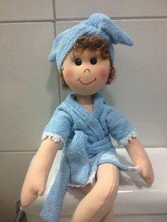 Geri Dönüşüm Projeleri Bathroom Crafts, Soft Dolls, Cute Dolls, Beautiful Dolls, Doll Clothes, Origami, Projects To Try, Crochet Hats, Teddy Bear