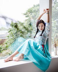 한복 Hanbok : Korean traditional clothes[dress] | #ModernHanbok Korean Traditional, Traditional Looks, Traditional Dresses, Oriental Fashion, Asian Fashion, Unique Fashion, Korean Dress, Korean Outfits, Modern Hanbok