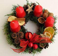 adventní věnec z chvojí - Hledat Googlem Natural Christmas, Christmas Candle, Christmas Door, All Things Christmas, Christmas Time, Christmas Wreaths, Christmas Crafts, Christmas Ornaments, Deco Table Noel