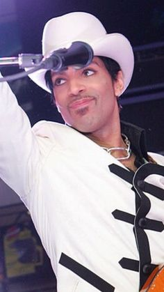Best dressed artist of all time •●■■●•THE Beautiful One ■ ● • Prince