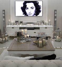 """This time the violet-eyed Elizabeth Taylor said, """"Everyone good morning"""" Bu sefer menekşe gözlü bir güzelden Elizabeth Taylor dan günaydınlar olsun ❤️ #lovelyinteriors #interiorandhome #shabyyhomes #dekorasyononerisi #interiørmagasinet #decorations #passion4interior #interior123 #interiør #finehjem #homesweathome #interiorinspo #evimevimgüzelevim #evinizdenkareler #evdekorasyonu #nordiskehjem #fashionaddict #ruyaevlerr #dekorasyonzevkim #goodmorning #likeforlike #likes #instagood #i"""