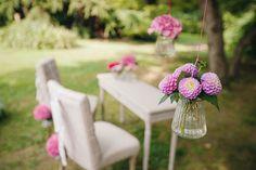outdoor ceremony with pink flowers // photo: nina milani http://weddingwonderland.it/2015/03/matrimonio-fucsia-torino.html