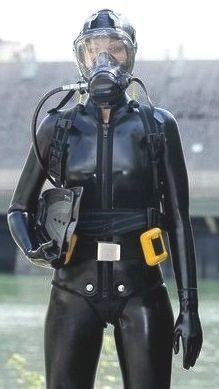 Scuba Diving School – Where to learn How To Dive Scuba Wetsuit, Diving Wetsuits, Scuba Diving Mask, Diving Suit, Gas Mask Girl, Technical Diving, Diving School, Scuba Diving Equipment, Scuba Girl