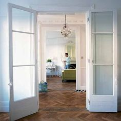 Internal glass doors and parquet floor French Doors Patio, Patio Doors, Victorian Terrace, Victorian Homes, Internal Double Doors, Room Doors, House Doors, Kitchen Doors, Sliding Glass Door