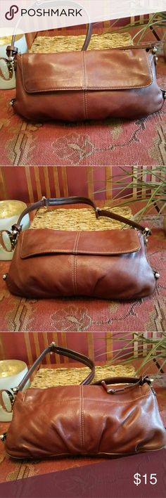 Liz Claiborne Brown Leather Handbag Very good condition..gently used..chestnut color..small Liz Claiborne Bags Satchels