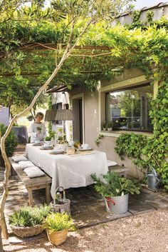 Backyard patio - 44 backyard porch ideas on a budget patio makeover outdoor spaces 31 Outdoor Rooms, Outdoor Dining, Outdoor Gardens, Dining Area, Indoor Outdoor, Outdoor Balcony, Dining Room, Balcony Railing, Budget Patio