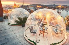 360 BAR – a rooftop bar with igloos in Budapest Andrássy avenue, the most fascinating street of the capital of Hungary is full of glamorous shops, beautiful villas. On top of the tallest building a trendy bar awaits its guests with breathtaking panorama, good food and good music – and