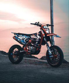 Ktm Dirt Bikes, Cool Dirt Bikes, Motorcycle Dirt Bike, Moto Cross Ktm, Drz400 Supermoto, Motocross Photography, Moto Wallpapers, Motocross Girls, Motorcross Bike